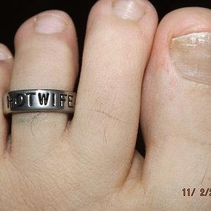 HOTWIFE toe ring