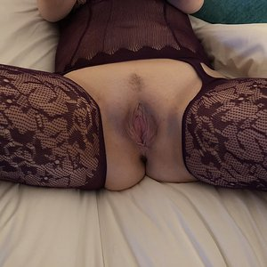 Yorkshire Wife Spreading Wide